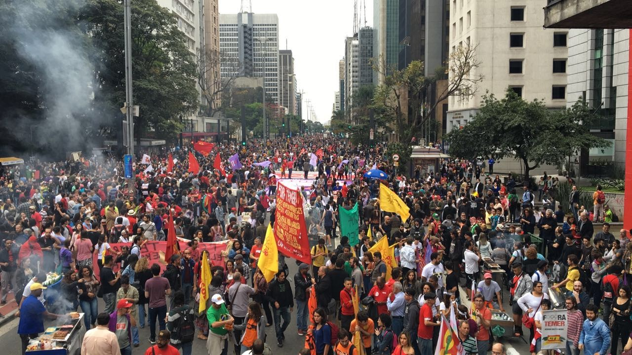 A manifestação anti-Temer na Av. Paulista, organizada pelas Frentes Povo Sem Medo e Brasil Popular  (Foto: Luís Lima)