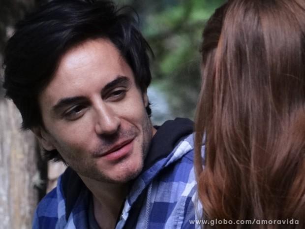 Thales pede para Nicole voltar (Foto: Amor à Vida / TV Globo)