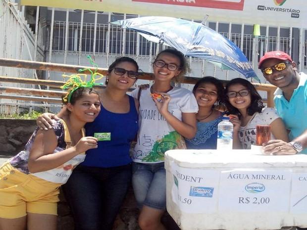 ENEM 2015 - SÁBADO (24) - ARACAJU (SE) - Grupo de evangélico aproveita Enem para exercer a solidariedade (Foto: Marina Fontenele/G1)