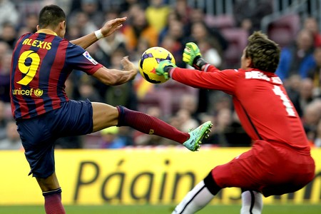 Alexis Sanchez jogo Barcelona e Valencia (Foto: AFP)
