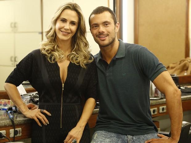 Pia será namorada do personal Igor, vivido por Adriano Toloza (Foto: Raphael Dias/ Gshow)