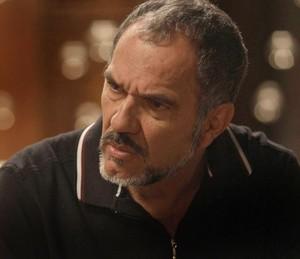 Germano custa a acreditar no que Lili conta (Foto: TV Globo)