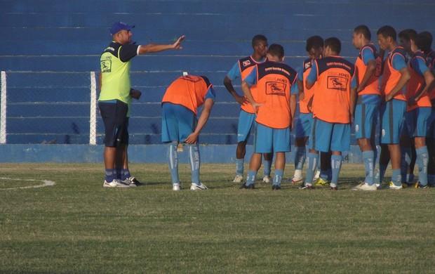 CSA realizou o último treino antes do clássico na tarde desta sexta-feira (Foto: Caio Lorena / Globoesporte.com)