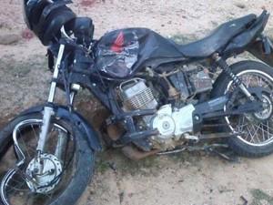 As motos colidiram frontalmente em uma estrada na zona rural de Crateús (Foto: Arquivo Pessoal)