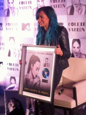 Demi Lovato recebe disco de platina em São Paulo (Foto: Rodrigo Ortega/G1)