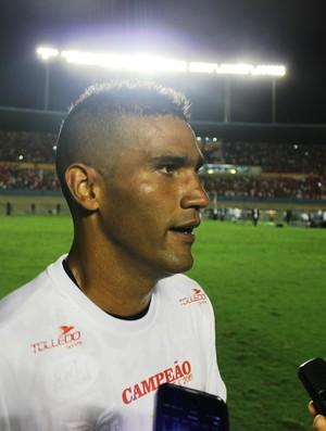 Edson, goleiro do Vila Nova (Foto: Fernando Vasconcelos/GloboEsporte.com)