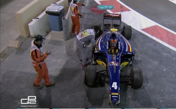 Sean Gelael bate na saída dos boxes em corrida da GP2 (Foto: Reprodução)