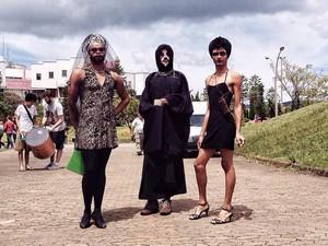 Estudantes da Ufop se vestem de mulher para prostestar contra homofobia  (Foto: Aleone Rodrigues/Arquivo pessoal)