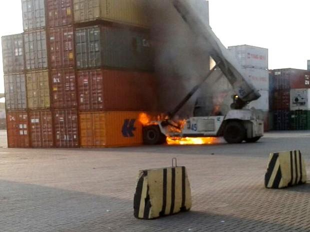 Incidente aconteceu em terminal portuário no lado de Guarujá (Foto: G1)