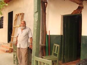 Há 40 anos no mesmo bairro, Domingos teve de erguer nova casa (Foto: Michelly Oda/G1)