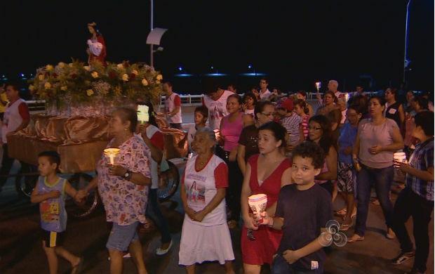 Procissão das luzes em homenagem à Santa Inês (Foto: Reprodução/TV Amapá)