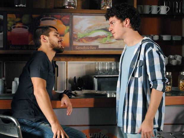 Bolado, Gabriel avisa a Tomás a não se meter com seu filho ou as cosias ficarão ruins para ele