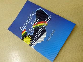 Livro traz 2.300 verbetes usados em Pernambuco (Foto: Katherine Coutinho / G1)