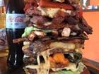 Restaurante vende 'hambúrguer monstruoso' e vira hit na web