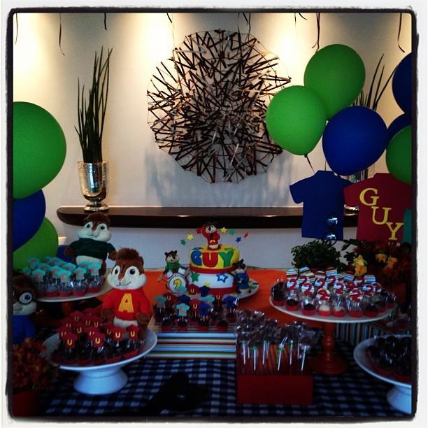 Mesa do aniversario do Guy, filho de Dani Winits (Foto: Instagram/Reprodução)