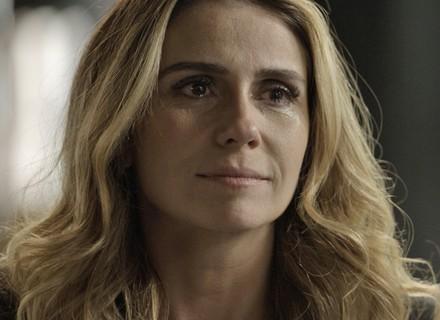 Atena chora arrasada com traição de Romero e se vinga