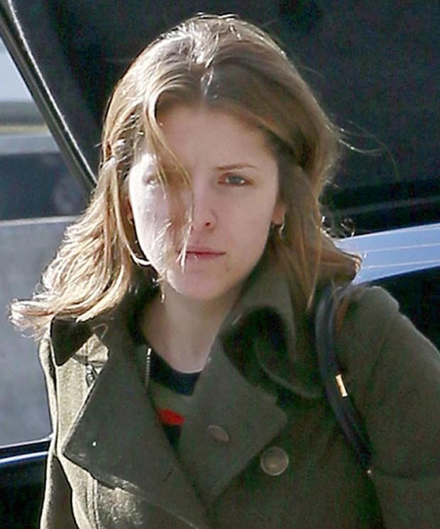 Anna Kendrick sem maquiagem (Foto: Reprodução)