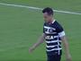 Rodriguinho, do Corinthians, fura feio  e vence disputa por lance mais bizarro