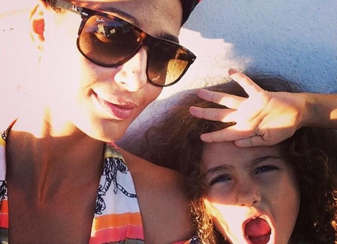 Camila Pitanga em um momento íntimo com a filha Antônia (Foto: Arquivo pessoal)