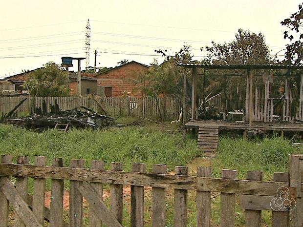 Incêndio ocorreu no Loteamento Amapá, no bairro Taquari, em Rio Branco, neste sexta-feira (15) (Foto: Reprodução/TV Acre)