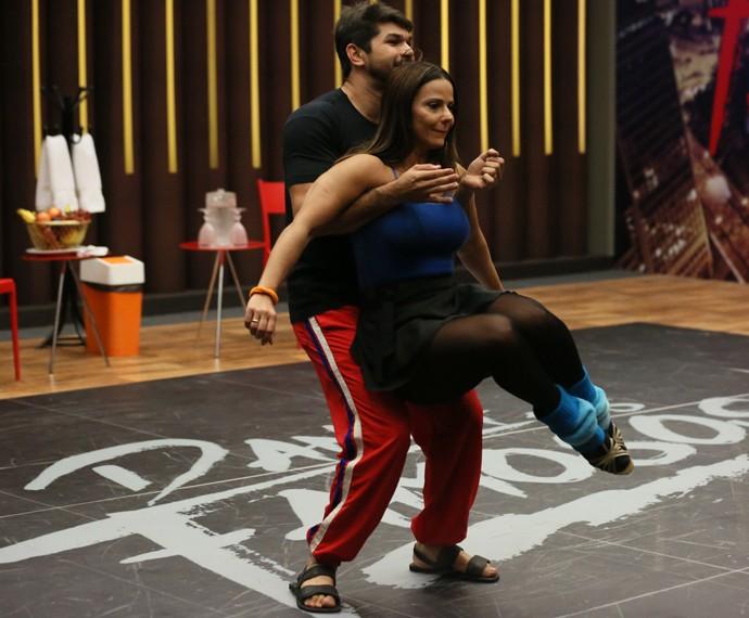 Viviane Araújo em treino de forró no 'Dança' (Foto: Isabella Pinheiro / Gshow)