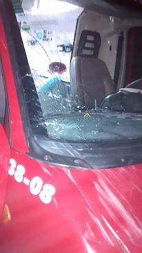 Acidente aconteceu na madrugada desta segunda (3) (Foto: Bombeiros Voluntários Araquari/Divulgação)