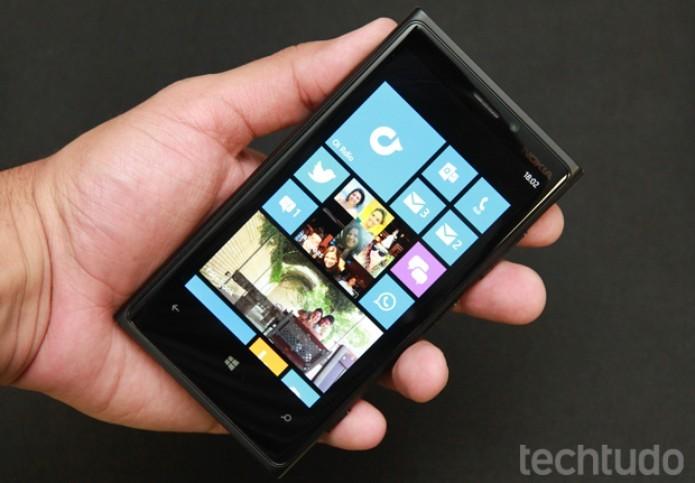 O Windows Phone 8 é um sistema bonito e fácil de operar no Lumia 920 (Foto: Allan Melo / TechTudo)