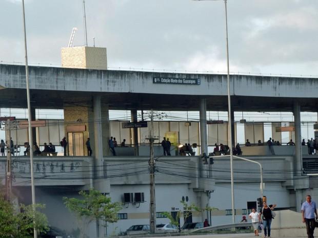 Às 6h desta segunda (28), movimento era tranquilo na estação na altura do Monte Guararapes (Foto: Katherine Coutinho/G1)