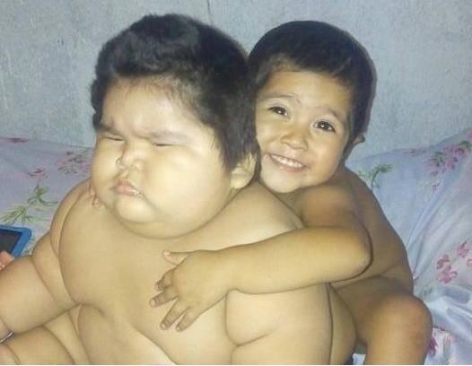 Luis, de 10 meses, e o irmão Mario, de 3 anos (Foto: Arquivo pessoal)