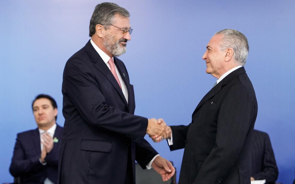 Torquato Jardim (esq) assumirá o cargo de ministro da Justiça na tarde desta quarta-feira (31) (Foto: Beto Barata/PR)
