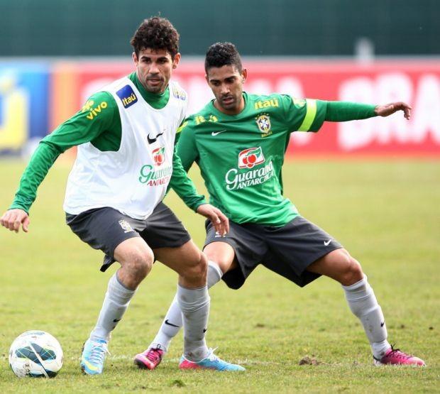 Diego Costa no treinamento da Seleção (Foto: Mowa Press)