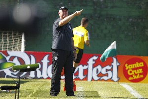 Felipão comanda time contra o Avenida (Foto: Lucas Uebel / Grêmio, DVG)