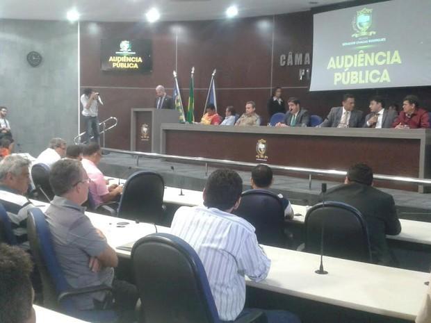 Audiência pública na Câmara de Veredores contou com presença da PM e Delegacia Geral (Foto: Gustavo Almeida/G1)