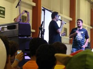 Dono das vozes de Goku e Bob Esponja, Wendel Bezerra arrasta multidões para onde vai (Foto: LG Rodrigues / G1)