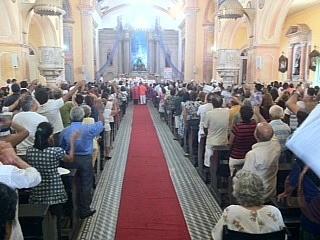 Fiéis lotam Igreja Matriz de Manaus (Foto: Carlos Eduardo Matos/G1 AM)