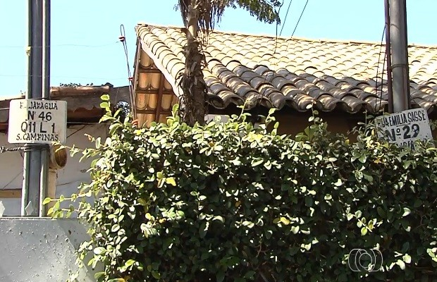Rua tem dois nomes e confunde quem procura o endereço (Foto: Reprodução/TV Anhanguera)