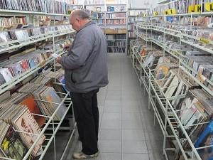 Tradicional Sebo do Messias tem 20 mil LPs em seu acervo. (Foto: Leonardo Neiva/G1)