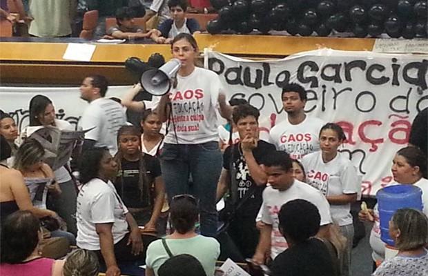 Professores em greve estão acampadas na Câmara de Vereadores de Goiânia, Goiás (Foto: Eduardo Silva/TV Anhanguera)