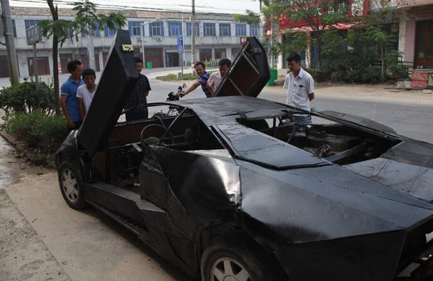 Wang Jian exibiu nesta sexta-feira (31) em Suqian, na província de Jiangsu (China), sua 'Lamborghini Reventon'. (Foto: Xihao/Reuters)