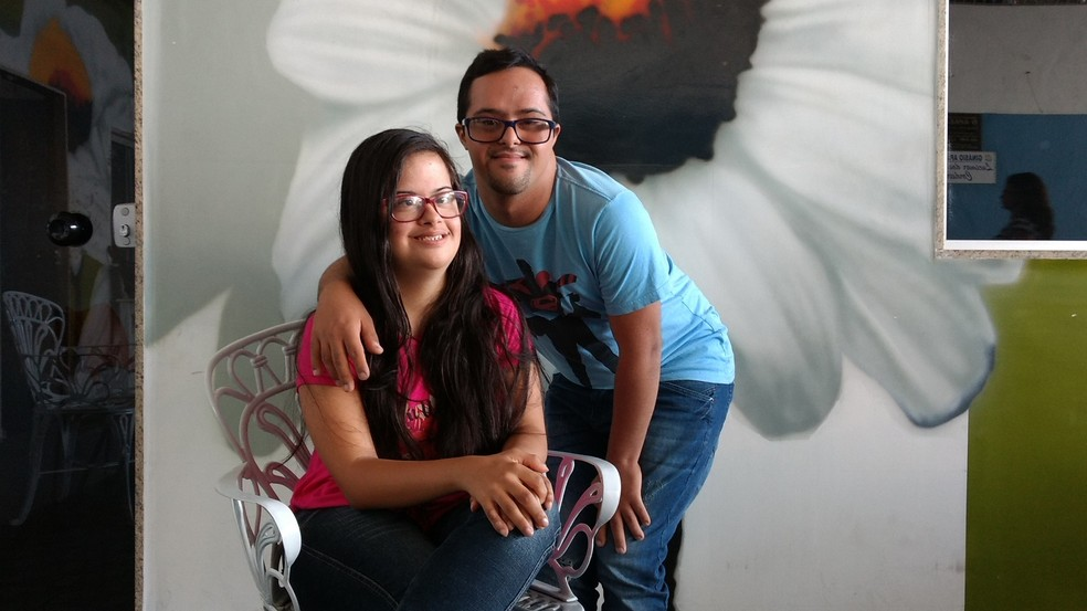 Phillipy e Thainara gostam de ir ao cinema e lanchar juntos (Foto: Paulo Henrique Cardoso/G1)