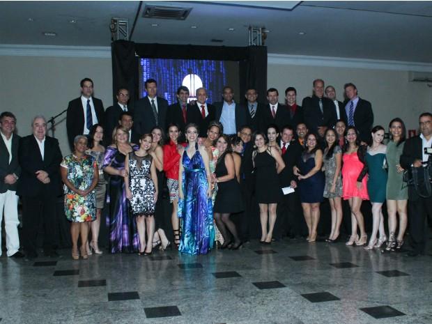 Todos os colaboradores da Inter TV Grande Minas festejaram o lançamento do sinal digital. (Foto: Camila Berto)