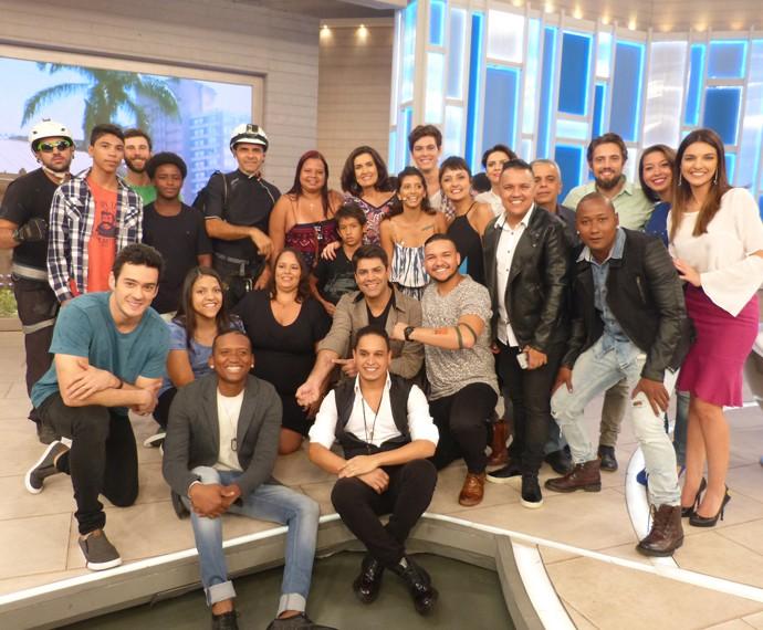 Apresentadora com todos os convidados do programa (Foto: Marcele Bessa / Gshow)