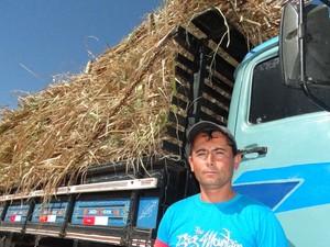 Bagaço de cana vendido pelo dobro do preço em Venturosa, no Agreste. (Foto: Luna Markman/ G1)
