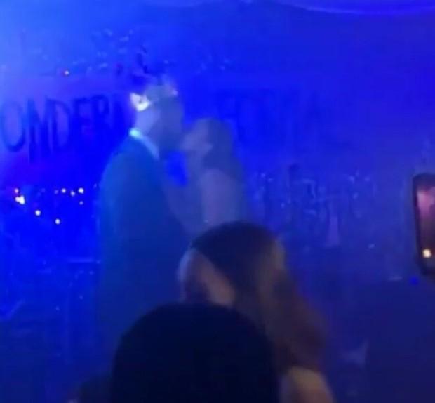 Jennifer Lopez e Drake são vistos aos beijos (Foto: Instagram / Reprodução)
