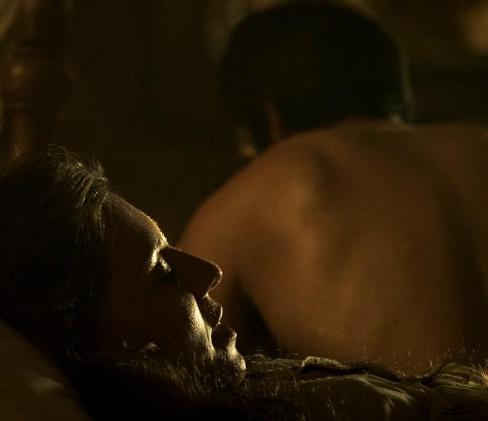 Depois do prazer, Rubião trata Anita com frieza (Foto: TV Globo)
