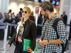 Mariana Ximenes embarca acompanhada no aeroporto do Rio