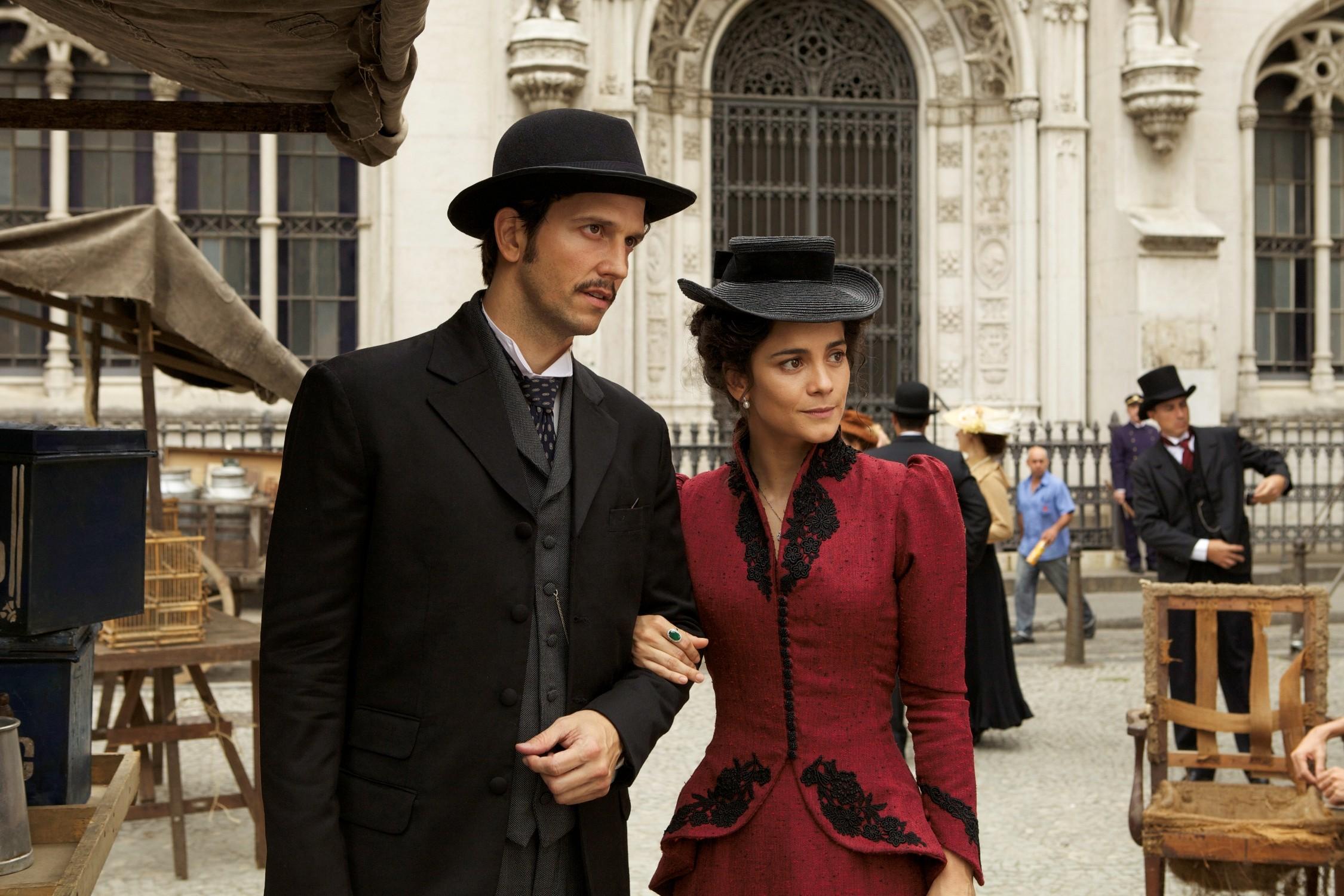 """Vladimir Brichta e Alice Braga em cena do filme 'Muitos Homens num Só"""" (Foto: reprodução)"""