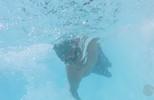 Menino com deficiência tem a vida transformada pela natação