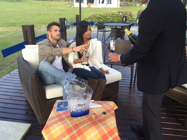 Rafael e Talita comemorando 1 mês de namoro (Foto: AgNews/Marcelo Gobbi)