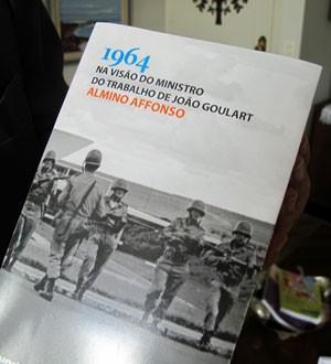 '1964, na visão do ministro do Trabalho de João Goulart', livro de Almino Affonso, com lançamento previsto para 31 de março em São Paulo (Foto: Rosanne D'Agostino/G1)